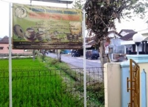 Papan nama samping kiri depan rumah kami di jalan Soedirman Kaliwadas - Bumiayu.